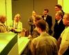 Die PR-Rerenten lauschen, im Bereich wo die Druckplatten unter UV-Licht Atmosphäre hergestellt werden, den Erklärungen des Experten. Foto: M. Scheffler (Malteser Hennef)