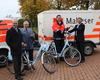 Übergabe der E-Bikes v.l.n.r: Bürgermeister Bert Spilles, Stadtbeauftragter Horst-Dieter Lülsdorf, Ulf Krüger (Leiter Notfallvorsorge), Siegbert Kobus (RWE Kommunalbetreuer). Foto: Malteser Meckenheim.