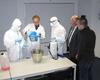 Das Berechnen und Herstellen von Desinfektionslösungen für die verschiedensten Anwendungsgebiete stellt eine der Hauptaufgaben von Desinfektoren dar. Foto: Malteser Schule Bonn