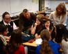 Roland Hiob, Dirk Heinrichs und Dr. Catharina Katzer mit Schülerinnen der Wilhelm-Fabry-Realschule in Hilden. Foto: Malteser DGS Köln