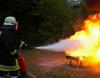 Übung zum Umgang mit dem Feuerlöscher. Foto: Malteser Schule Bonn