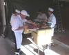 Die angehenden Feldköche bei der Zubereitung des Übungsmenüs. Foto: Malteser Schule Bonn
