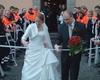 Ein Spalier aus Mullbinden mußte das Malteser Brautpaar zerschneiden.  Foto: privat.