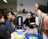 vorne rechts: Sandy Mölling (Engel der Weihnacht), Chris Murray (Weihnachtsmuffel Scrooge) und Ron Holzschuh (Marley) mit den kleinen Gästen des Kindermittagstischs. Foto: Malteser Köln.