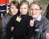 Hannah, Lena und Christina während einer Pause auf der Kevelaer-Wallfahrt. Das es den drei fleißigen Helferinnen gefallen hat, kann man auf dem Foto sehr gut erkennen. Foto: DGS Köln