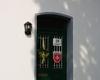 Die Türe zur Pressestelle der Malteser in Solingen/Remscheid mit dem Malteser Wappen, das entwendet wurde. Foto: Malteser Solingen
