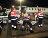 Die Malteser aus Neuss nehmen die beiden verletzten Ordensschwestern in Empfang und bringen sie zur Behandlung ins Krankenhaus. Foto: Malteser Neuss