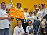 Die Mitarbeiterinnen und Mitarbeiter des der BNP Paribas Leasing Solutions mit Sitz in Köln legten Hand an, um den Kalker Treff zu renovieren. Foto: Malteser Köln