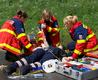 Bei dieser stark blutenden Unterarmverletzung ist Teamarbeit gefragt.  Text und Fotos: André Bung, Malteser  Hilfsdienst e.V. Euskirchen