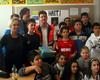 Die Klasse 6d der Ursula-Kuhr-Schule übergibt die gesammelten Spenden an die Malteser (Foto: Malteser Köln).