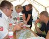Die Bad Honnefer Unfallhilfsstellen-Leiterin Laura Planko bei der Einsatzplanung. Foto: Archut/MHD