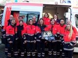 Die ehrenamtlichen Helferinnen und Helfer der Malteser aus Dormagen mit dem neuen Beatmungsgerät. Foto: Malteser Dormagen