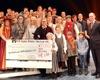 """Musicaldarsteller """"Vom Geist der Weihnacht""""  übergeben rund 42.000 Euro an die Malteser Weihnachtsaktion """"Hoffnung spenden – Hilfe für Kinder in Not"""". Die Summe wurde von den Zuschauern während der Spielzeit gespendet."""
